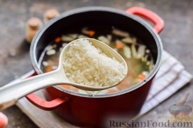 Фото приготовления рецепта: Рыбный суп с молоком, рисом и сыром - шаг №4