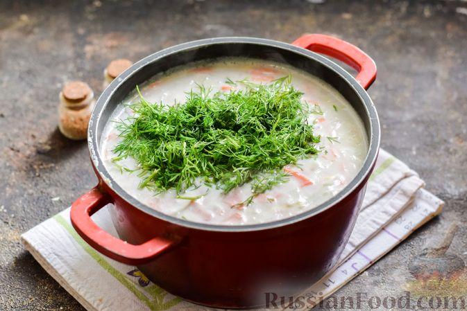 Фото приготовления рецепта: Рыбный суп с молоком, рисом и сыром - шаг №10
