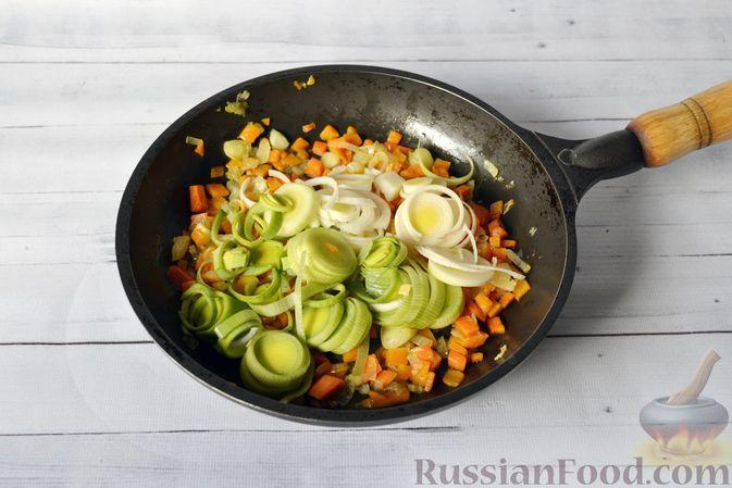 Фото приготовления рецепта: Куриный суп с тыквой и булгуром - шаг №7