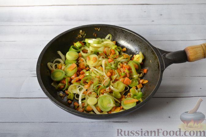 Фото приготовления рецепта: Куриный суп с тыквой и булгуром - шаг №8