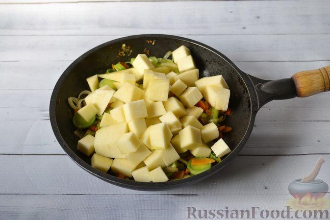 Фото приготовления рецепта: Куриный суп с тыквой и булгуром - шаг №10