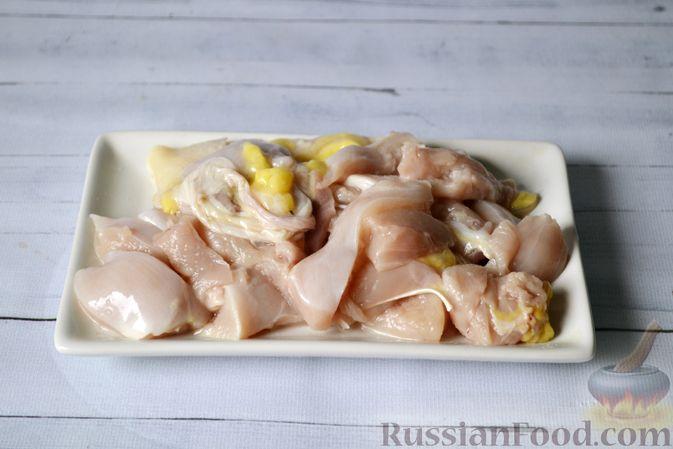 Фото приготовления рецепта: Куриный суп с тыквой и булгуром - шаг №2