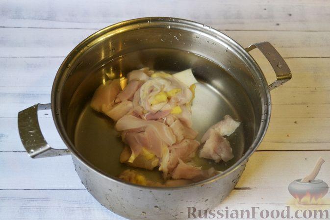 Фото приготовления рецепта: Куриный суп с тыквой и булгуром - шаг №3