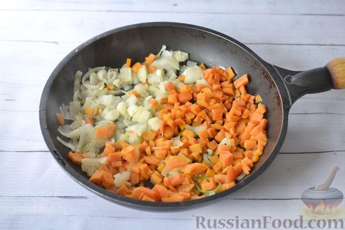 Фото приготовления рецепта: Куриный суп с тыквой и булгуром - шаг №6