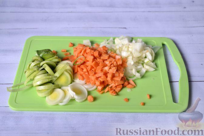 Фото приготовления рецепта: Куриный суп с тыквой и булгуром - шаг №5