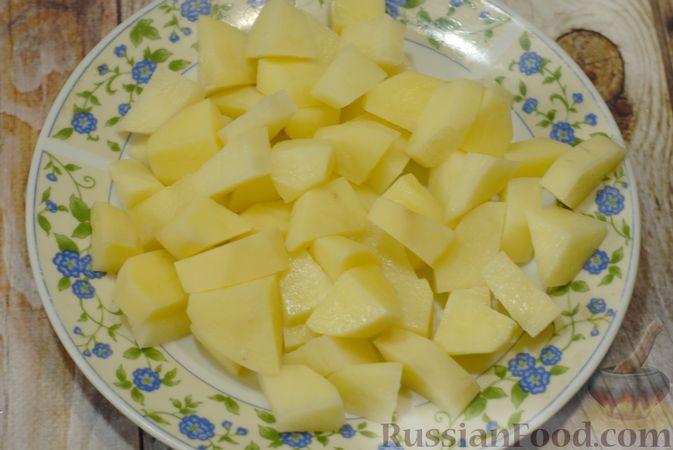 Фото приготовления рецепта: Суп со свиными рёбрами, рисом, помидорами и сладким перцем - шаг №2
