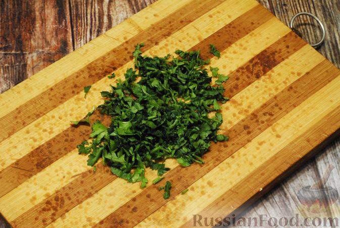 Фото приготовления рецепта: Суп со свиными рёбрами, рисом, помидорами и сладким перцем - шаг №10