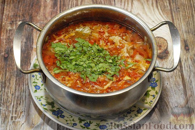 Фото приготовления рецепта: Суп со свиными рёбрами, рисом, помидорами и сладким перцем - шаг №11