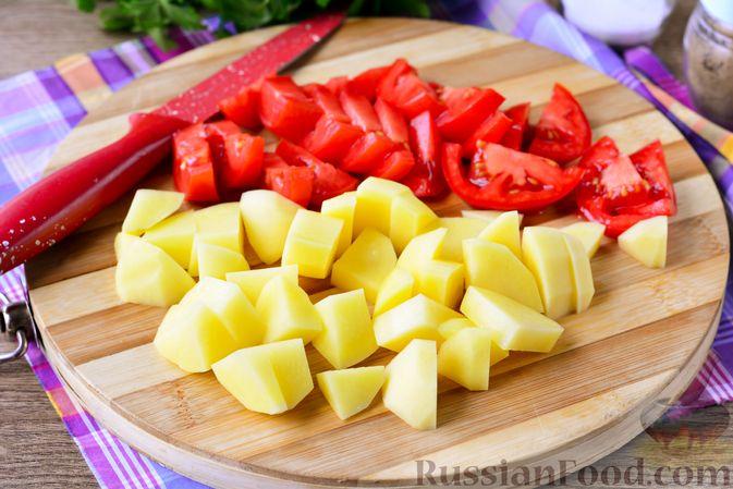 Фото приготовления рецепта: Суп с говяжьими рёбрами, рисом и помидорами - шаг №6
