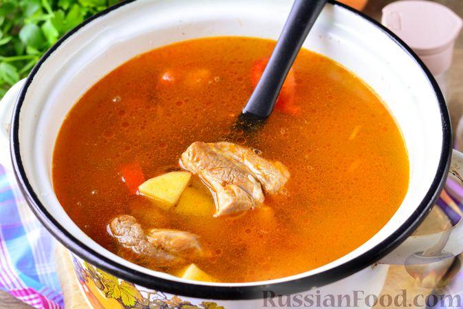 Фото приготовления рецепта: Суп с говяжьими рёбрами, рисом и помидорами - шаг №11