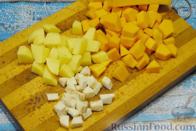 Фото приготовления рецепта: Овощной суп с фасолью и тыквой - шаг №4