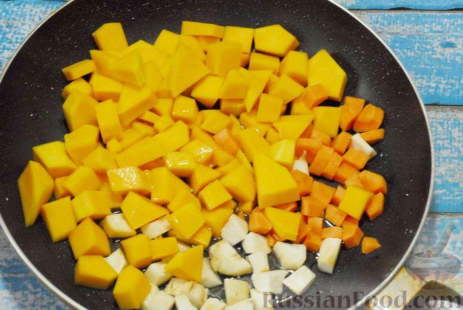 Фото приготовления рецепта: Овощной суп с фасолью и тыквой - шаг №7