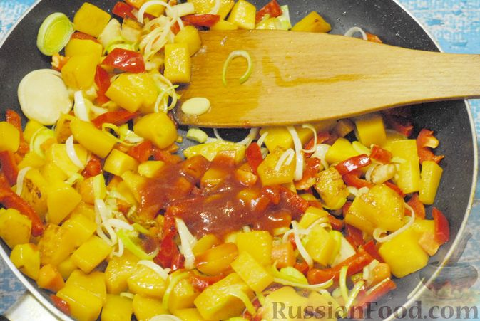 Фото приготовления рецепта: Овощной суп с фасолью и тыквой - шаг №9