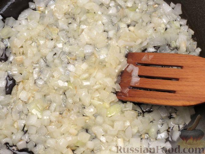 Фото приготовления рецепта: Зразы из капусты и сельдерея с начинкой из грибов и варёных яиц - шаг №8