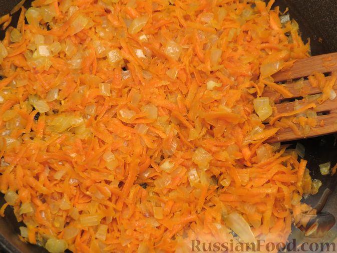 Фото приготовления рецепта: Зразы из капусты и сельдерея с начинкой из грибов и варёных яиц - шаг №10