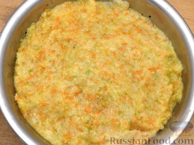 Фото приготовления рецепта: Зразы из капусты и сельдерея с начинкой из грибов и варёных яиц - шаг №12