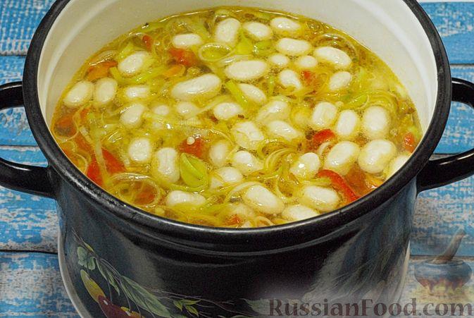 Фото приготовления рецепта: Овощной суп с фасолью и тыквой - шаг №11