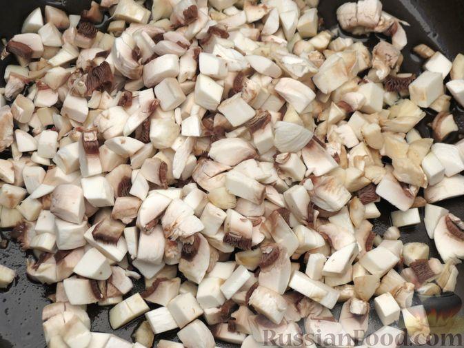 Фото приготовления рецепта: Зразы из капусты и сельдерея с начинкой из грибов и варёных яиц - шаг №16