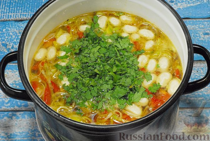 Фото приготовления рецепта: Овощной суп с фасолью и тыквой - шаг №13