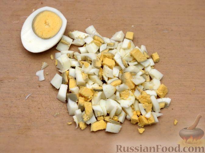 Фото приготовления рецепта: Зразы из капусты и сельдерея с начинкой из грибов и варёных яиц - шаг №19