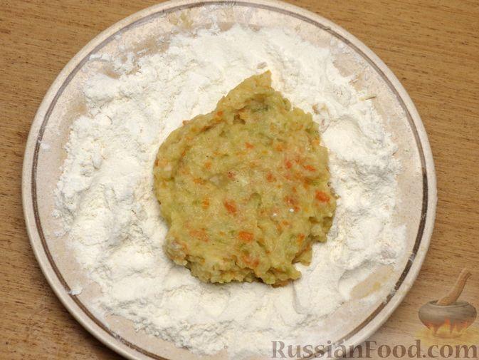Фото приготовления рецепта: Зразы из капусты и сельдерея с начинкой из грибов и варёных яиц - шаг №22