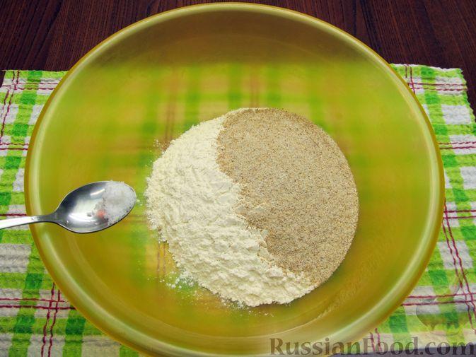Фото приготовления рецепта: Открытый пирог с капустой и яйцами, на пиве - шаг №2