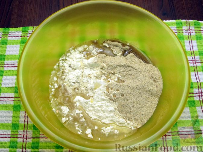 Фото приготовления рецепта: Открытый пирог с капустой и яйцами, на пиве - шаг №3