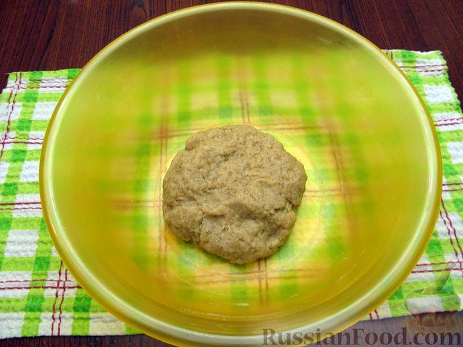 Фото приготовления рецепта: Открытый пирог с капустой и яйцами, на пиве - шаг №5