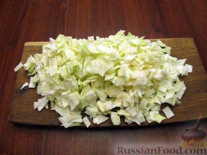 Фото приготовления рецепта: Открытый пирог с капустой и яйцами, на пиве - шаг №9