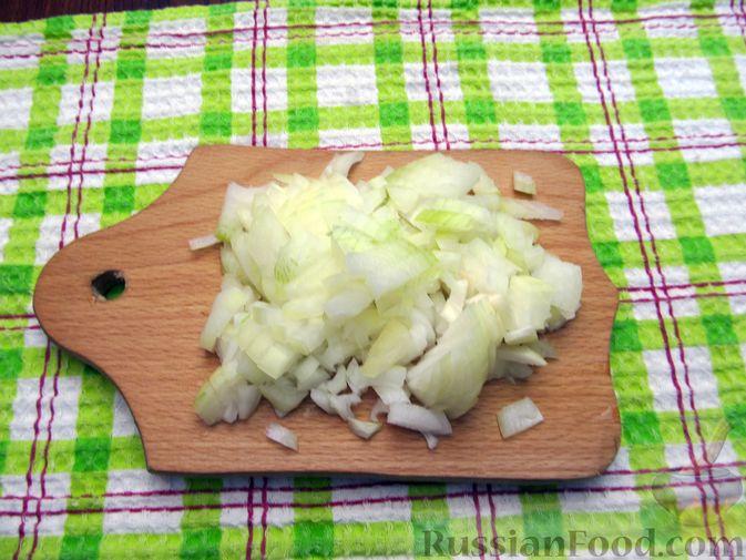 Фото приготовления рецепта: Открытый пирог с капустой и яйцами, на пиве - шаг №10