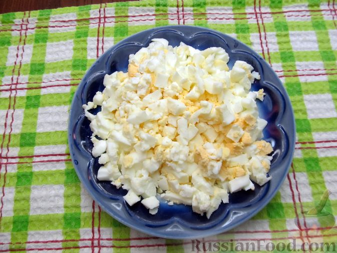 Фото приготовления рецепта: Открытый пирог с капустой и яйцами, на пиве - шаг №8