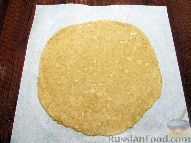 Фото приготовления рецепта: Открытый пирог с капустой и яйцами, на пиве - шаг №20