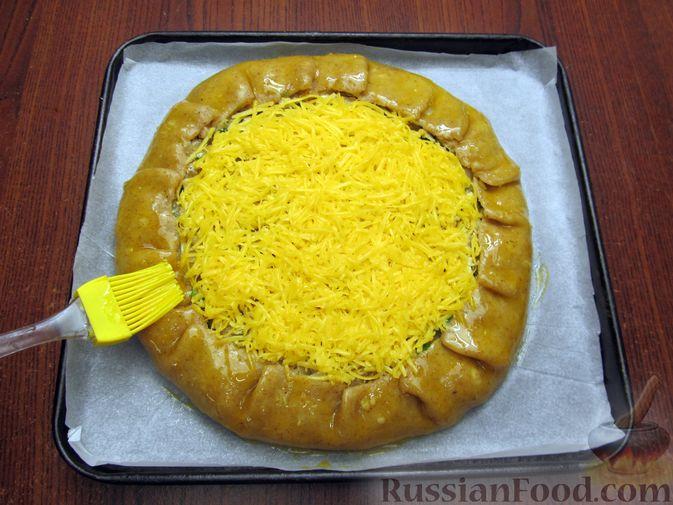Фото приготовления рецепта: Открытый пирог с капустой и яйцами, на пиве - шаг №25
