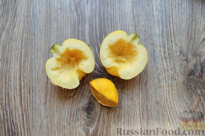 Фото приготовления рецепта: Айва, запечённая с творогом, кокосовой стружкой и миндалём - шаг №2
