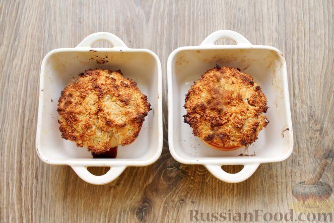 Фото приготовления рецепта: Айва, запечённая с творогом, кокосовой стружкой и миндалём - шаг №9