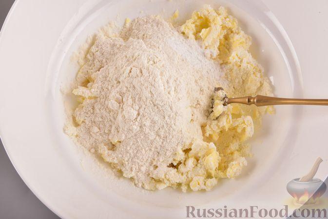 Фото приготовления рецепта: Творожное печенье с кокосовой начинкой - шаг №4