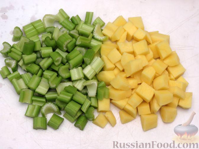 Фото приготовления рецепта: Суп-пюре из сельдерея, яблок и индейки - шаг №5