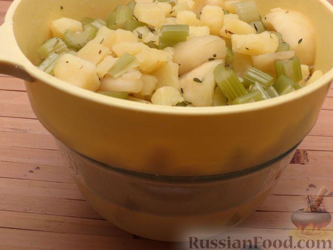 Фото приготовления рецепта: Суп-пюре из сельдерея, яблок и индейки - шаг №9