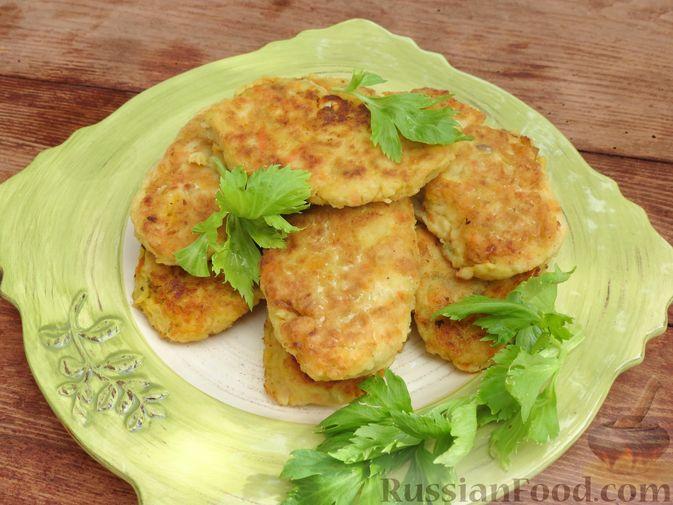 Фото к рецепту: Зразы из капусты и сельдерея с начинкой из грибов и варёных яиц