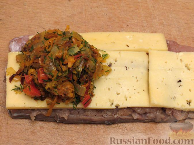 Фото приготовления рецепта: Рулеты из скумбрии с болгарским перцем, морковью и сыром - шаг №15