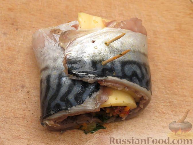 Фото приготовления рецепта: Рулеты из скумбрии с болгарским перцем, морковью и сыром - шаг №16