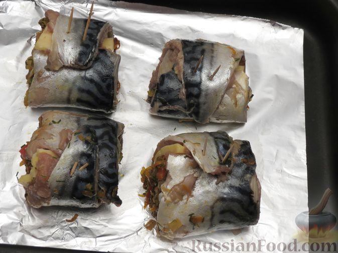 Фото приготовления рецепта: Рулеты из скумбрии с болгарским перцем, морковью и сыром - шаг №18
