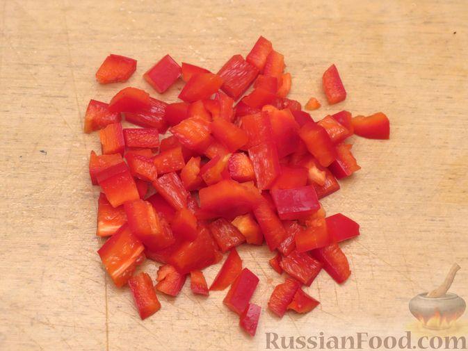 Фото приготовления рецепта: Рулеты из скумбрии с болгарским перцем, морковью и сыром - шаг №4