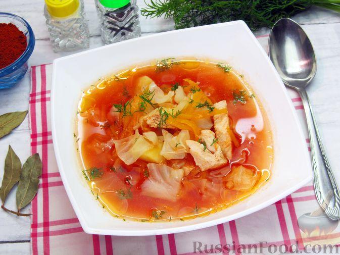 Фото приготовления рецепта: Куриный суп с капустой и томатной пастой - шаг №17