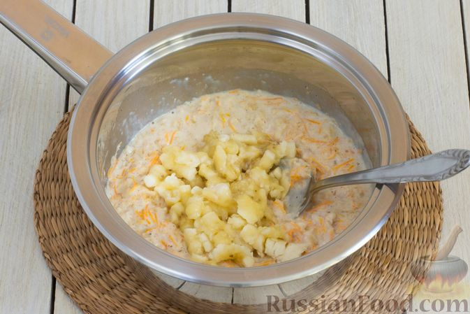 Фото приготовления рецепта: Овсянка с морковью, бананом и корицей - шаг №5