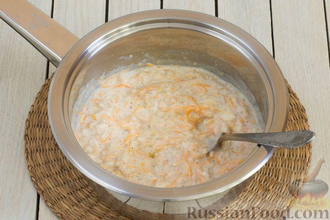Фото приготовления рецепта: Овсянка с морковью, бананом и корицей - шаг №6