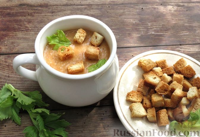Фото к рецепту: Суп-пюре из сельдерея, яблок и индейки