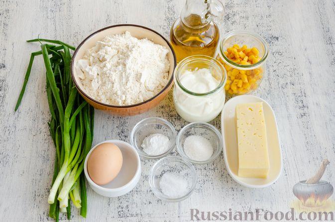 Фото приготовления рецепта: Бездрожжевые булочки на сметане, с кукурузой, сыром и зелёным луком - шаг №1