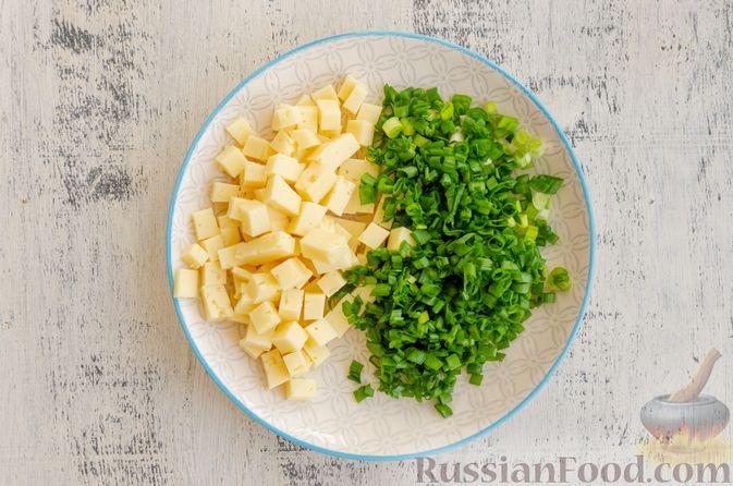 Фото приготовления рецепта: Бездрожжевые булочки на сметане, с кукурузой, сыром и зелёным луком - шаг №2