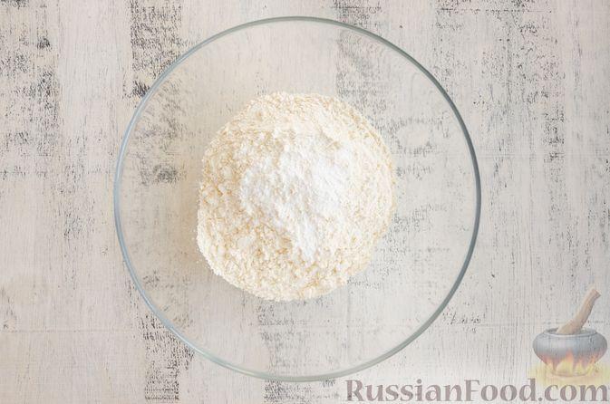 Фото приготовления рецепта: Бездрожжевые булочки на сметане, с кукурузой, сыром и зелёным луком - шаг №4